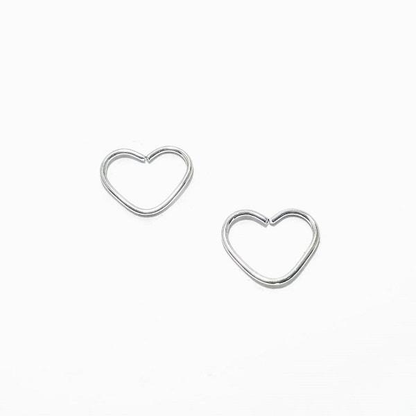 Piercing de coração prata tamanho P, banho com 7mm de ródio garantindo a melhor qualidade!!!