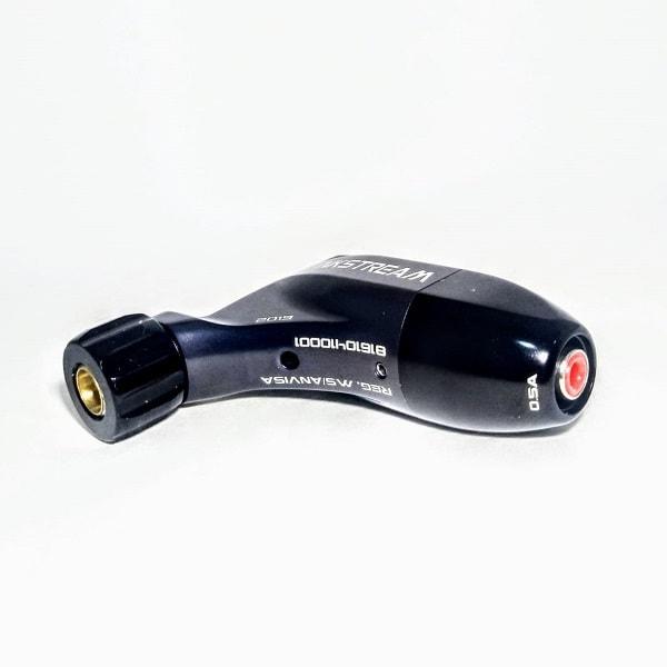 A InkStream é uma máquina rotativa para tatuagem totalmente inovadora e com diversas patentes embarcadas. Fabricada no Brasil pela Carbyne, possui Assistência Técnica de fábrica, estoque permanente de peças e componentes, e garantia de 3 meses contra defe