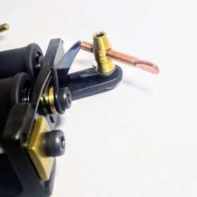 As Máquinas Electric Ink são desenvolvidas considerando o tipo de funcionamento requerido pelo profissional. Os Chassis são fabricados em ferro fundido, aço carbono, alumínio, latão, bronze, aço, inoxidável e titãnio.